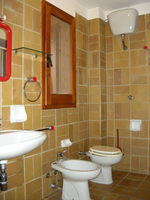Canne al Vento room: bathroom for exclusive use