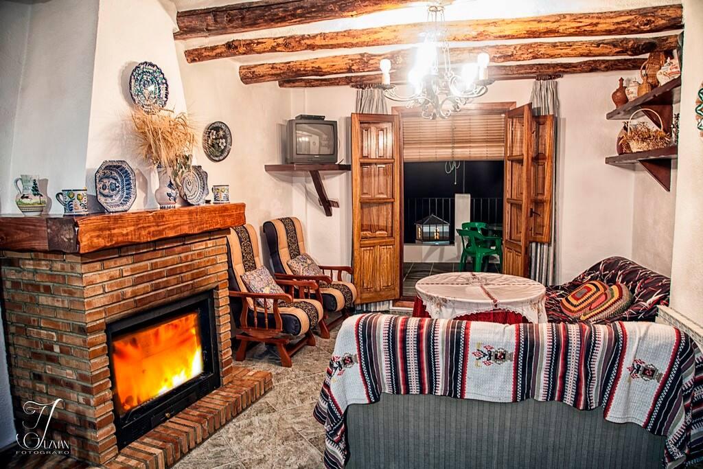 Disfruta del mejor calor hogareño gracias a su magnífica chimenea.