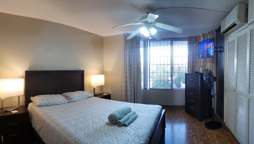 New Kingston Apt with Swimming Pool and great Wifi