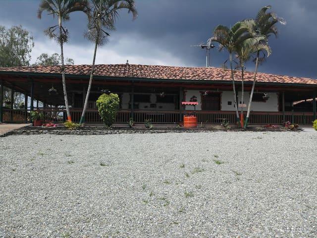 FINCA HOTEL LA GUACA - Calarcá - Chalet