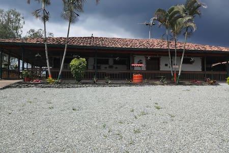 FINCA HOTEL LA GUACA - Calarcá - Σαλέ