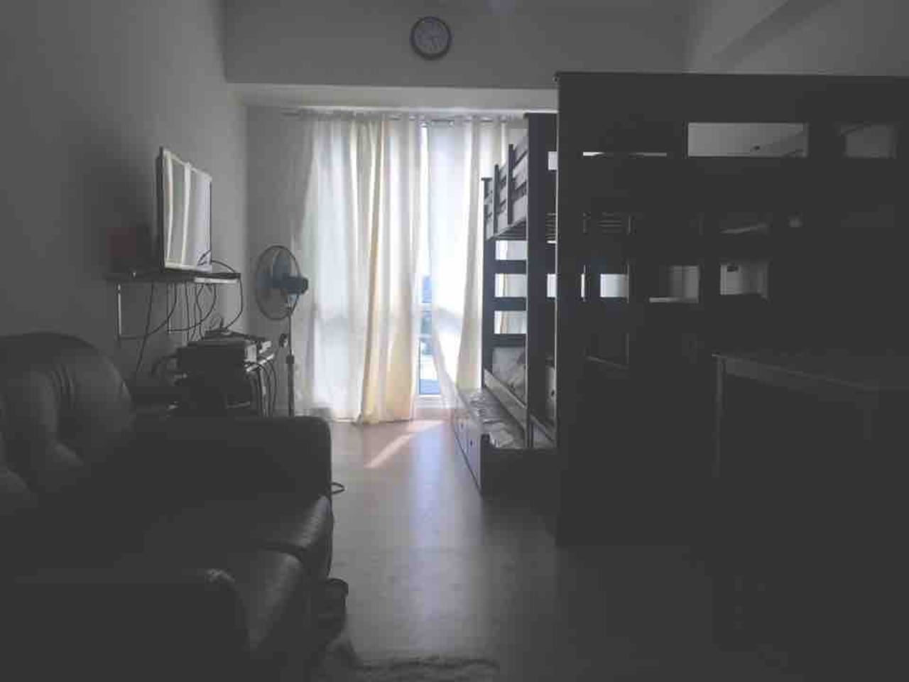 Studio with 3double bed, Free wifi & cable.within abreeza mall compound. First 2 person is free  with minimal fee for the next px up to 6persons only.