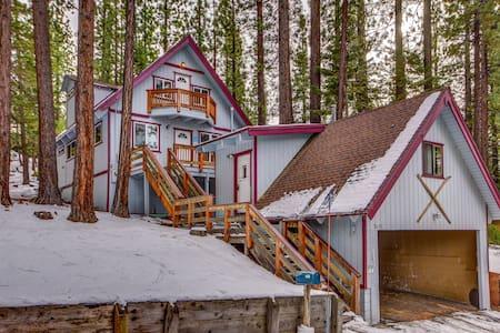 Charming Cabin, Walk to Heavenly, Lake & Casinos - South Lake Tahoe