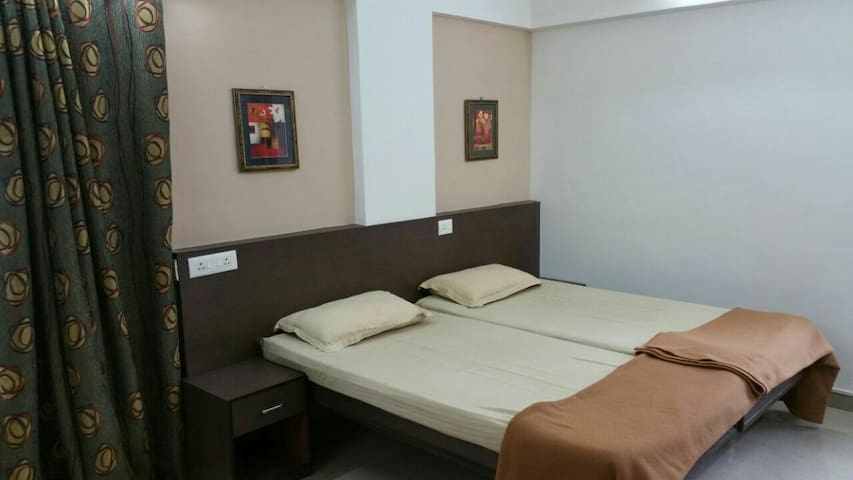 Fully furnished studio apartments - Pune - House