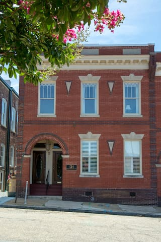 Historic Downtown Richmond Retreat