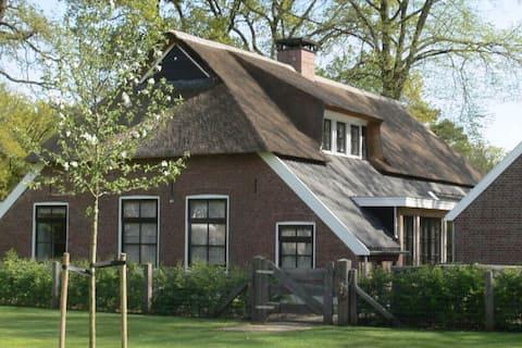Affascinante casa per le vacanze a Nijverdal con vasca idromassaggio