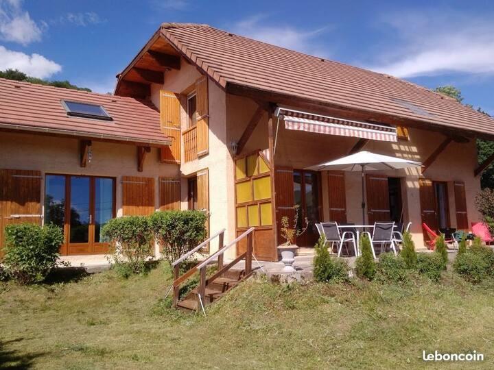 Villa Elise 8 à 10 personnes, proche Saint-Bonnet