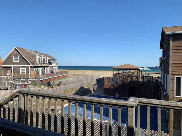 5 BDRM HOME STEPS FROM BEACH!