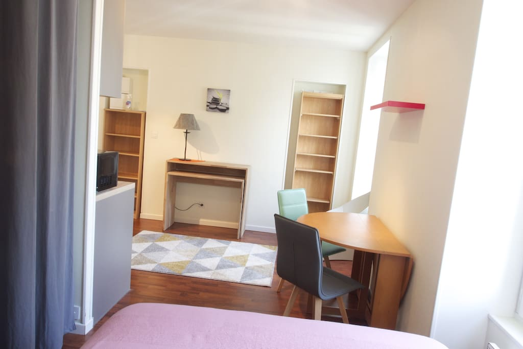 joli studio dans le centre ville de vannes appartements louer vannes bretagne france. Black Bedroom Furniture Sets. Home Design Ideas