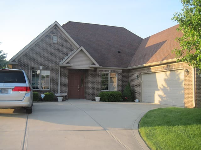 Single Family Home - Greenfield - Dom