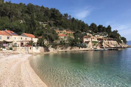 Traditional Dalmatian house Bonaca - Gdinj - Casa