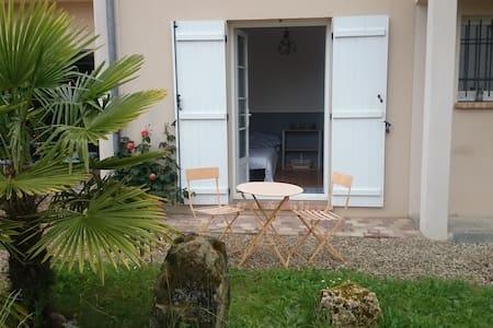Studio indépendant dans pavillon - Les Molières