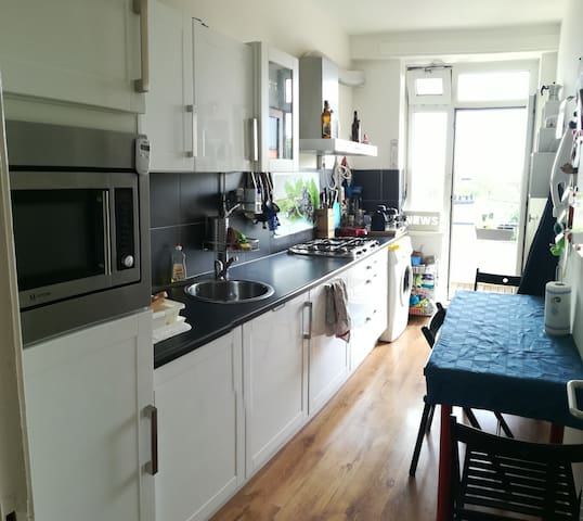 14m2 room in apartment in front of Central Station