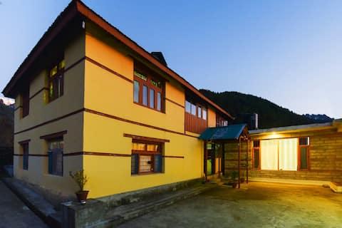 Hillside Home, Jagatsukh, Manali