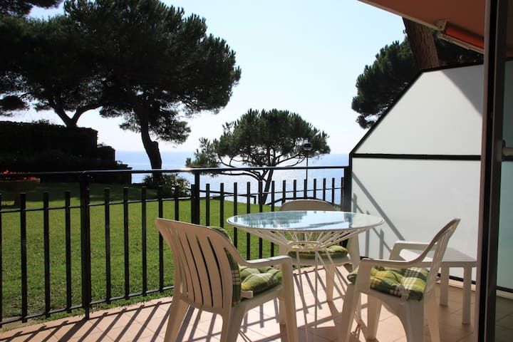 Amazing beach FLAT- direct private acces