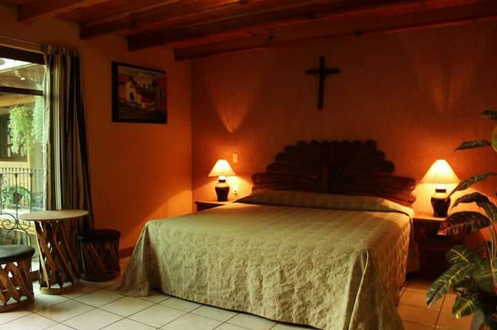 Habitación en Hotel Cascada Real, cama King Size