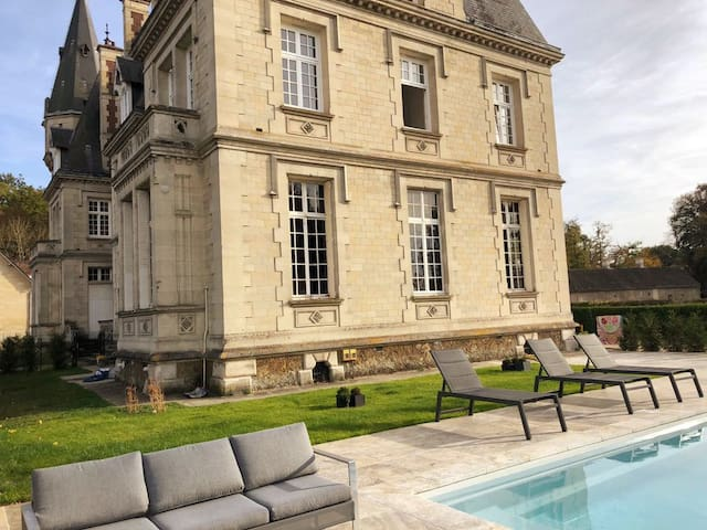260m2 Duplex Flat in a chateau near Paris + pool