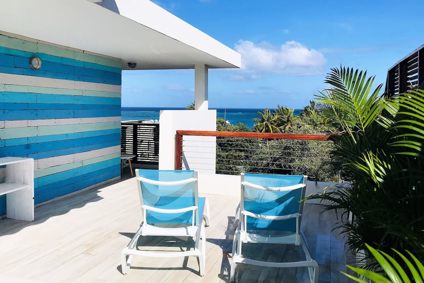 60 square meters terrace. Sunbeds, outdoor shower, table and benches.