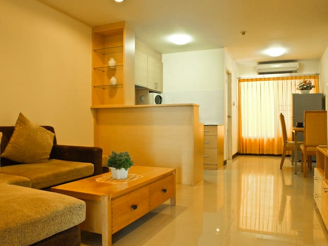 Money saver! 2 BR heart of Bangkok! - Klongtoey  - Apartament