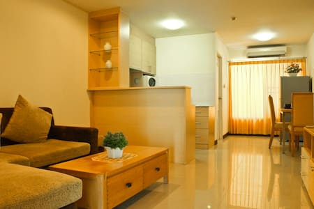 Money saver! 2 BR heart of Bangkok! - Klongtoey  - Daire