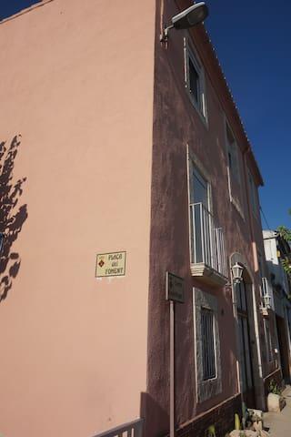 Habitación 2 camas con lavabo,  vistas al exterior - Sant Cugat Sesgarrigues - Hus