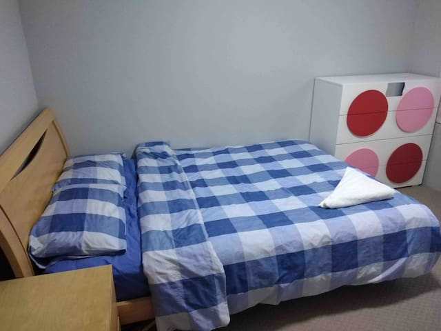 Double bedroom in 1st floor near Morley Galleria