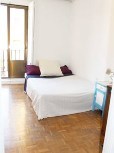 NICE ROOM WITH A BALCONY IN LA LATINA (MADRID) - Bed & Breakfast