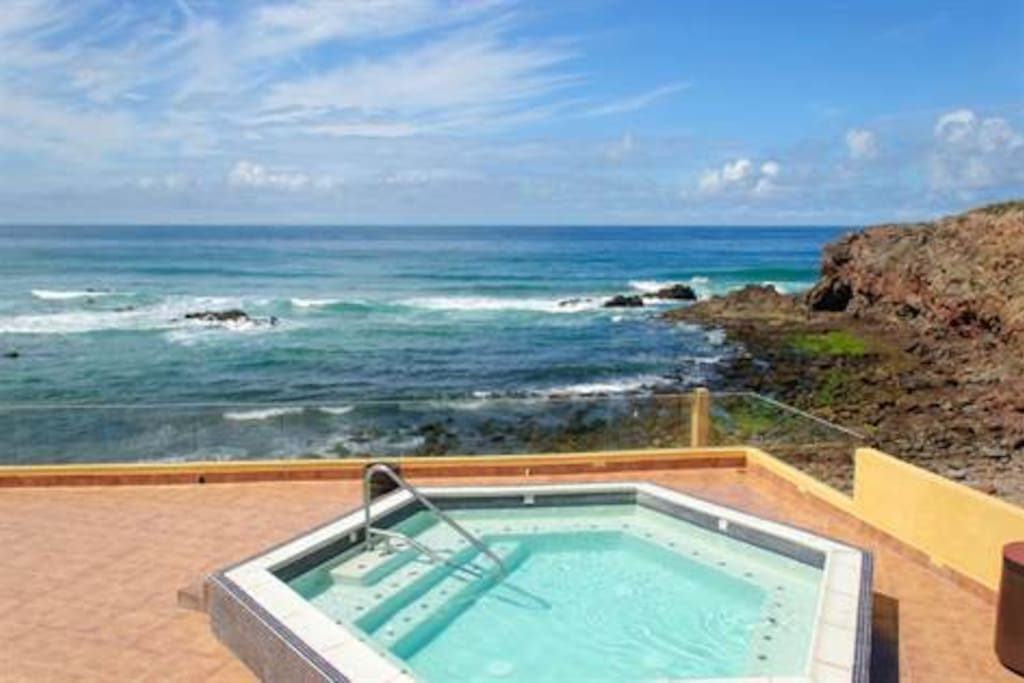 Hot tub by the ocean waves