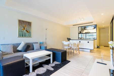 Modern City-View apartment - close to Central - Haymarket