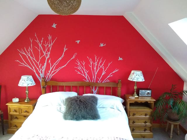 21 Dunhallin, Waternish B & B  (Double Bedroom)