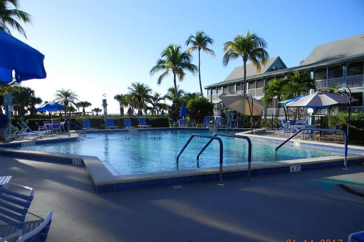 2 Bedroom Beach Front Timeshare Oct 31- Nov 7