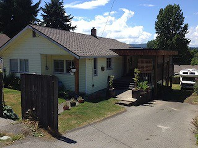 Casual, Comfortable & Convenient - Shawnigan Lake - Hus