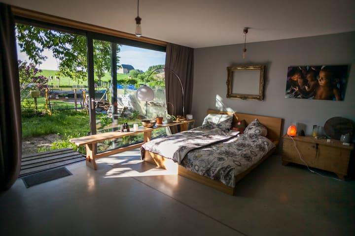 Licht und Entspannung mit Sauna und Whirlpool