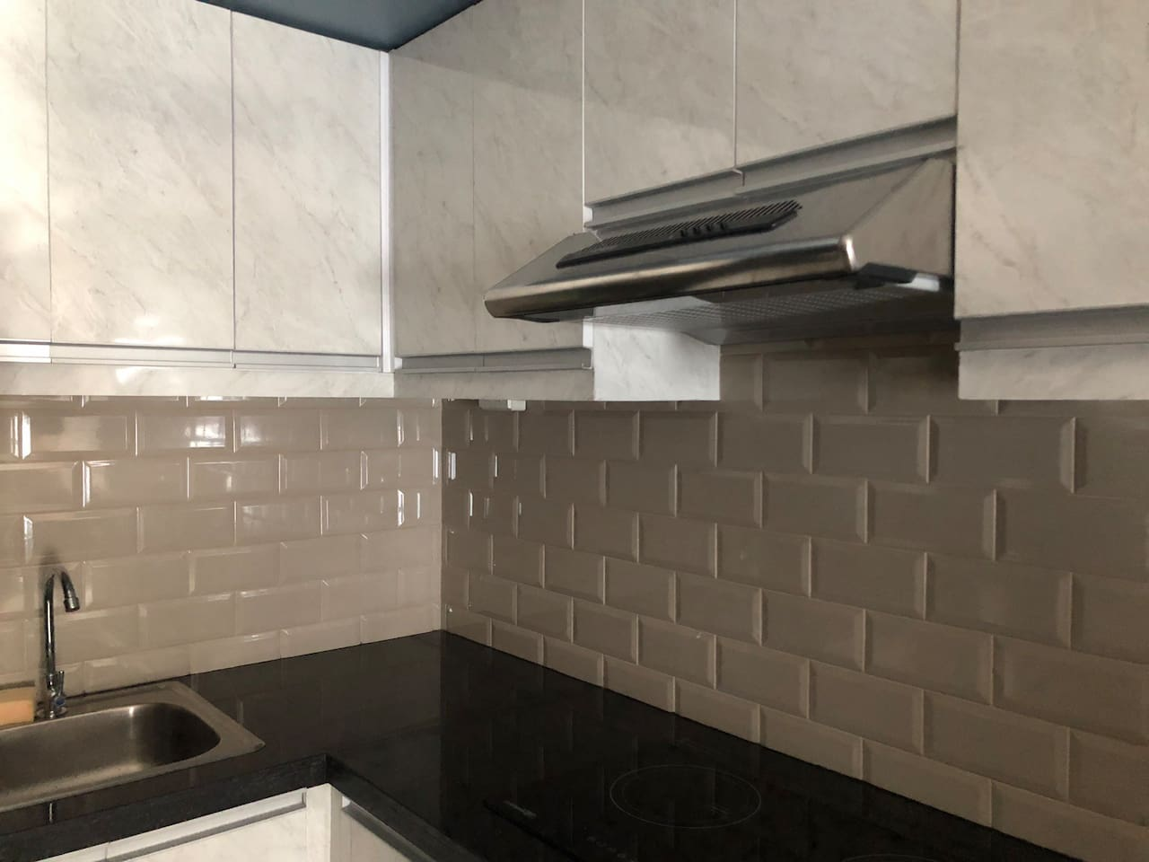 Brand new kitchen equipped with an induction cooker , complete with pots, pans, plates and kitchen supplies