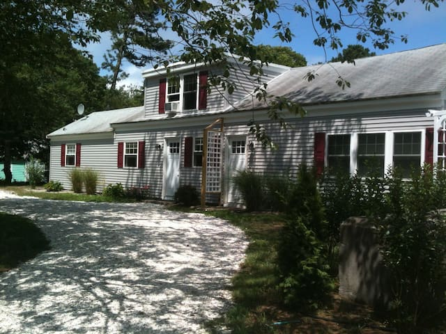 Charming 2 bdr 1 1/2 bath house