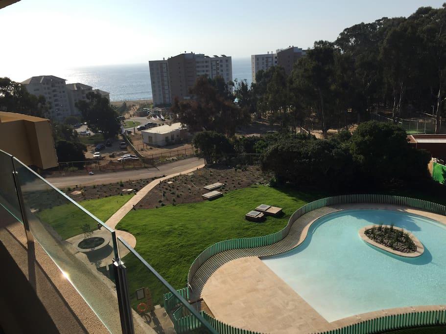 Vista desde el departamento a playa y piscina