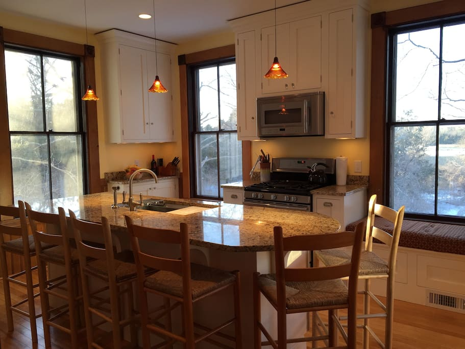 Bright, modern kitchen.