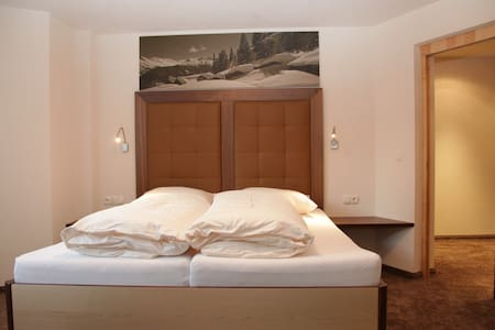 Luxury room, direct in Ischgl - Apartment