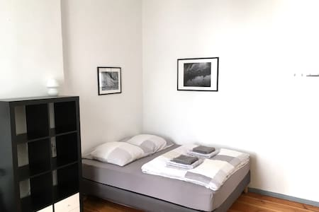VERY Central Room on Separate Floor - Berlin - Apartment