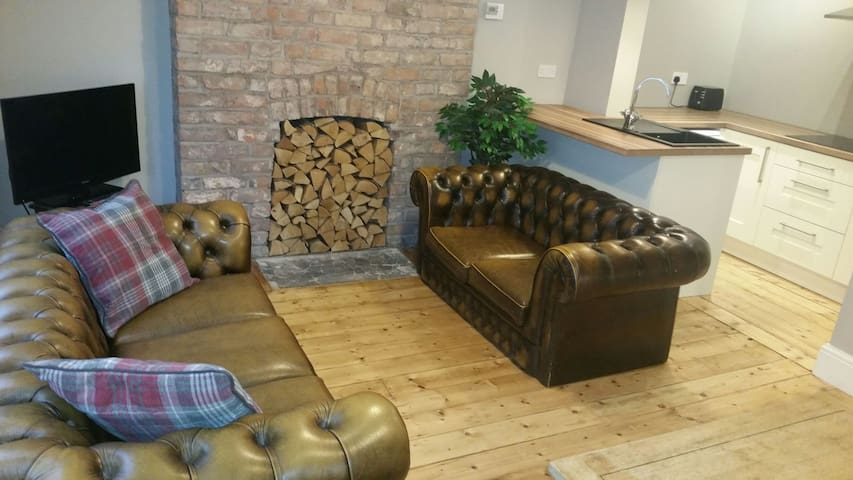 Very Nice Victorian 3 Bedroom By Train Station - Manchester - Appartamento