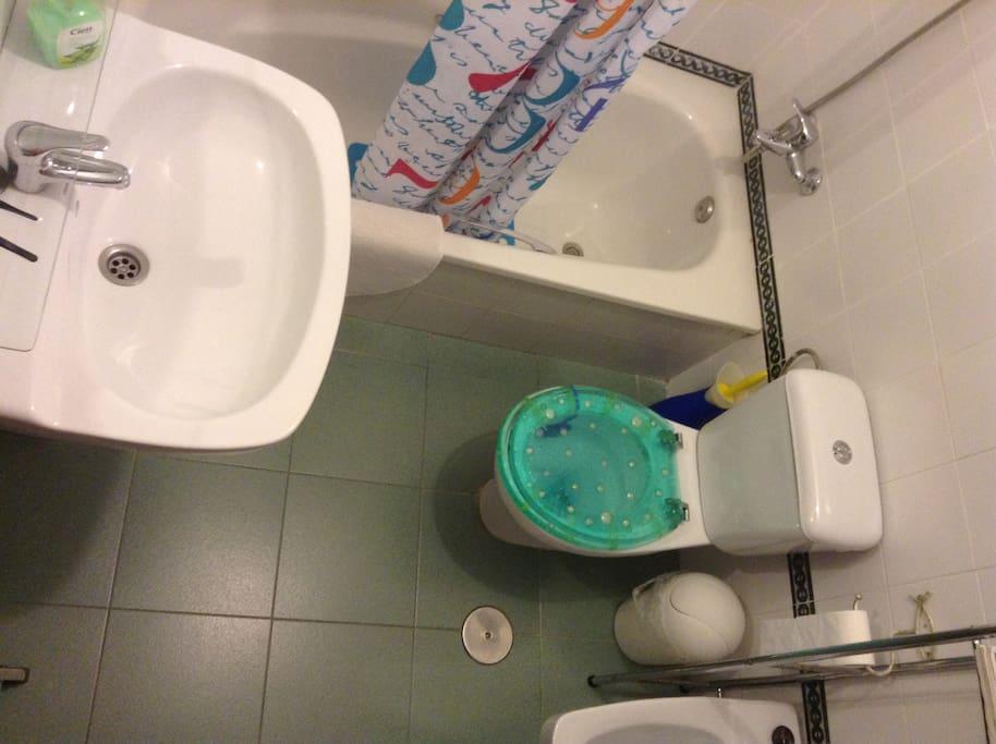 Baño de huespedes