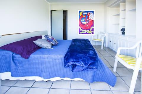 Apartamento(104) até 4 pax, sacada a 400m da praia