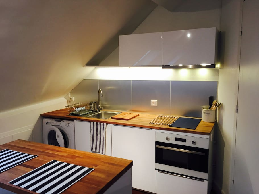 Fully equiped kitchen with a washing & drying machine