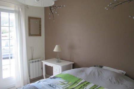 chambre lumineuse, calme et confort - Taradeau