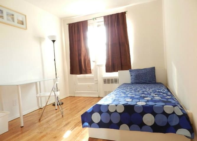 Cozy room&house in Woodside, comfortable are!!