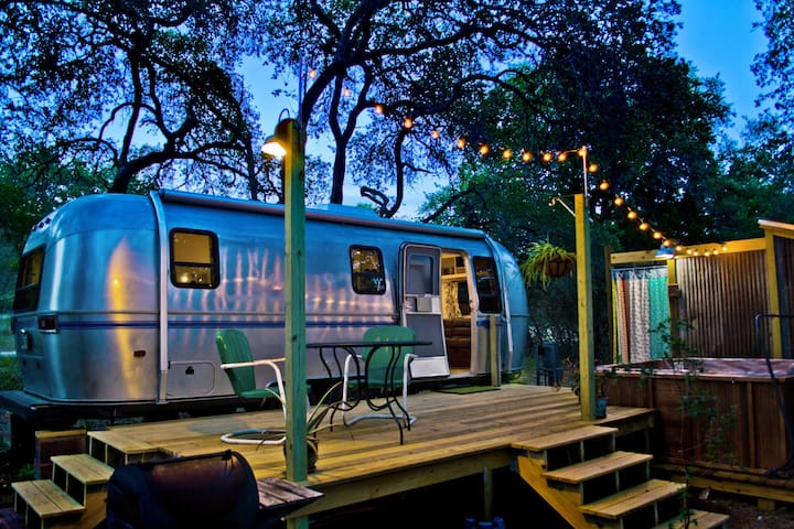 Super Cute Retro Airstream - Wimberley - Kamp Karavanı/Karavan
