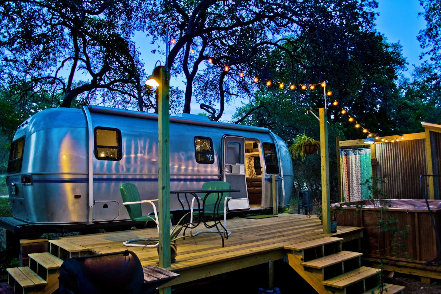 This is The Dixie Daisy!  We think you'll LOVE staying here.