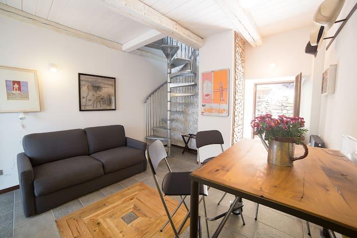 appartamento con vista montagne - Trontano - Huis