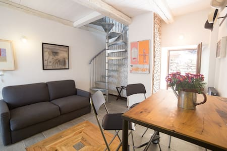 Camera su due livelli   - Trontano - House