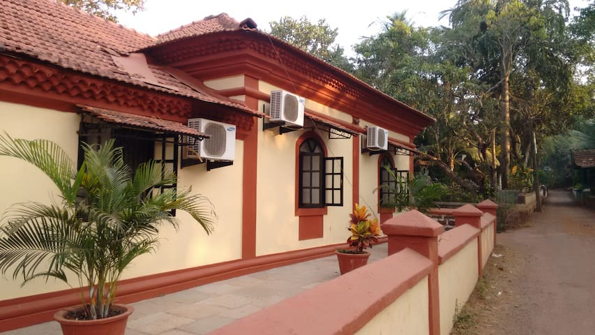 Fully Furnished Portuguese Villa - Saligao - Rumah
